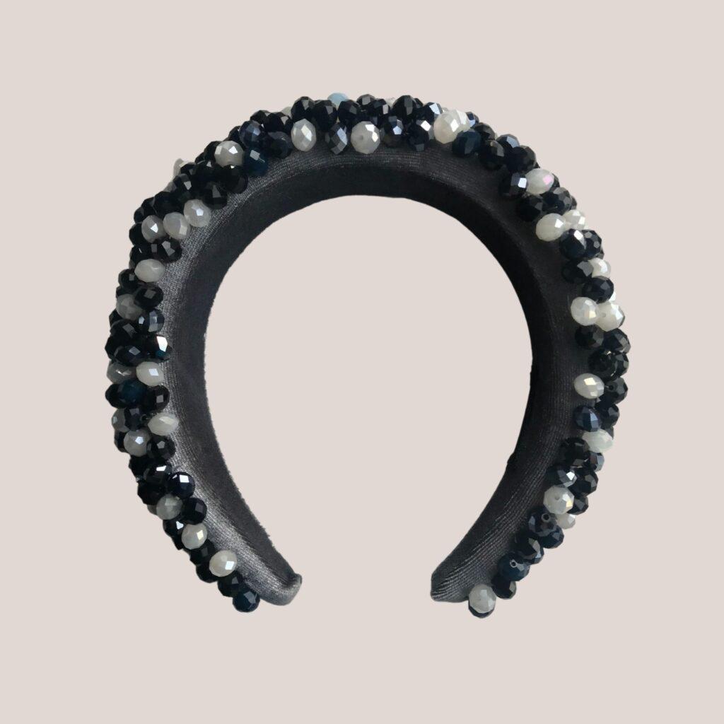 Tiara alta de veludo bordada com cristais