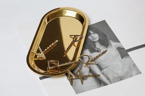 presilha grampo letra inicial ouro